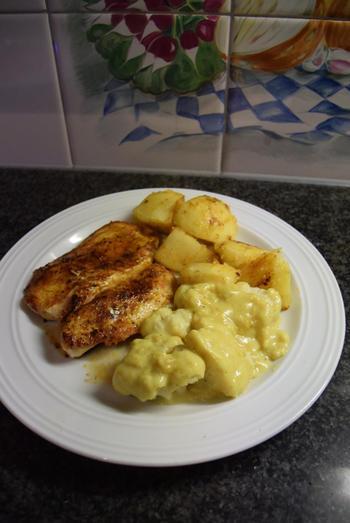 Bloemkool met kerriesaus, kipfilet en gebakken aardappelen 10