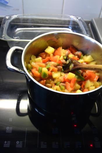 Ovenschotel van paprika, groentemix en aardappeltjes met feta 7