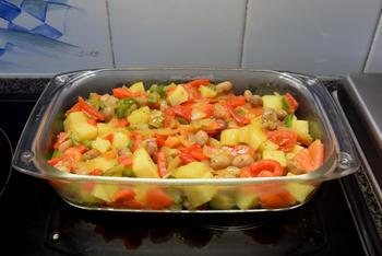 Ovenschotel van paprika, groentemix en aardappeltjes met feta 8