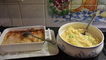 Ovenschotel van skrei of kabeljauw, mosselen, groentjes en saffraansaus. 6