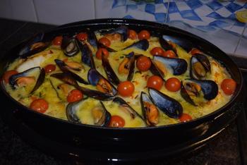 Ovenschotel van skrei of kabeljauw, mosselen, groentjes en saffraansaus. 7