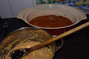 Oventaart van gehakt, spaghetti en tomatensaus 6