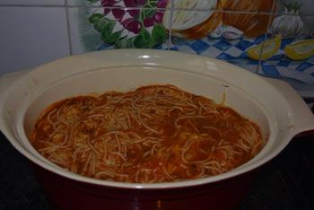 Oventaart van gehakt, spaghetti en tomatensaus 7