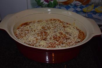 Oventaart van gehakt, spaghetti en tomatensaus 8