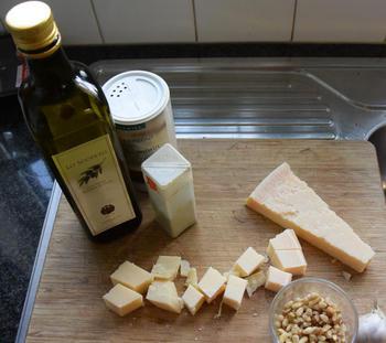 Pasta met zalm, chips en pesto van boerenkrulkool 8