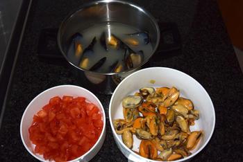 Penne met mosselen, tomatenblokjes en basilicum 3