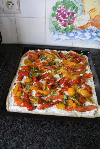 Pizza bianca met ricotta, gegrilde groenten en parmaham 6