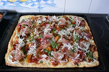 Pizza bianca met ricotta, gegrilde groenten en parmaham 9