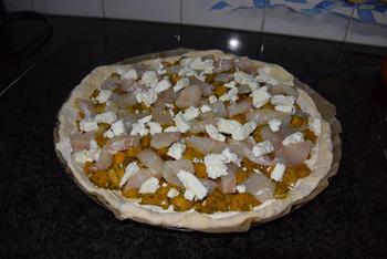 Pizza met vis, feta en pompoen 9