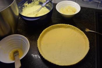 Taart met pudding, ananas en eiwitschuim 6