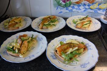 Toast met zalm op avocadospread 4