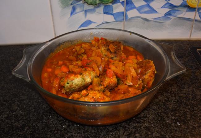 Bleekselder, paprika en gehaktballen in tomatensaus 1