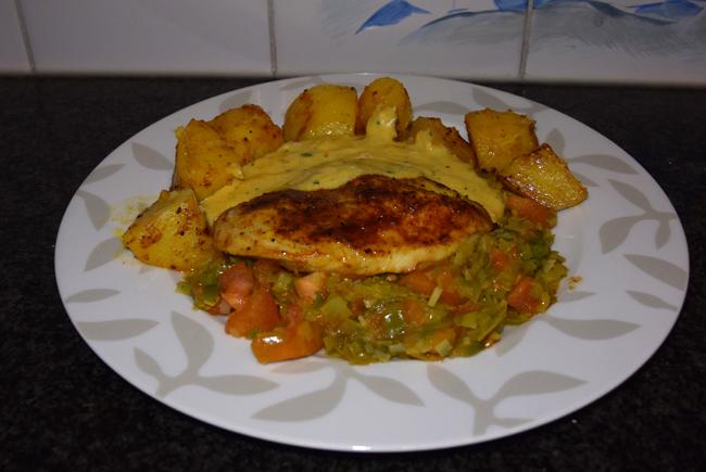 Kipfilet met prei, tomaat en gebakken aardappeltjes. 1