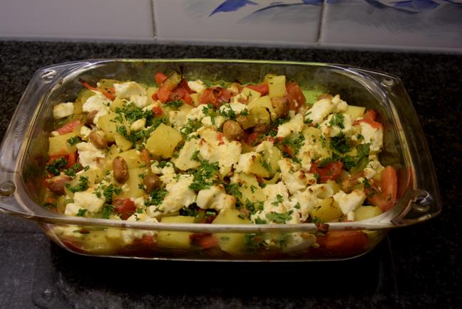 Ovenschotel van paprika, groentemix en aardappeltjes met feta 1