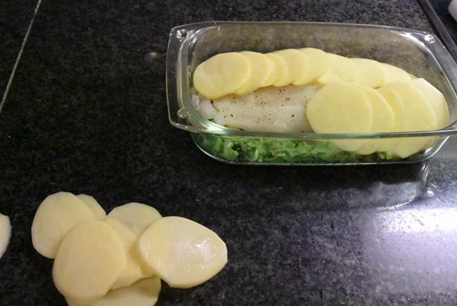 Ovenschotel van visfilets, prei en aardappelen. 1