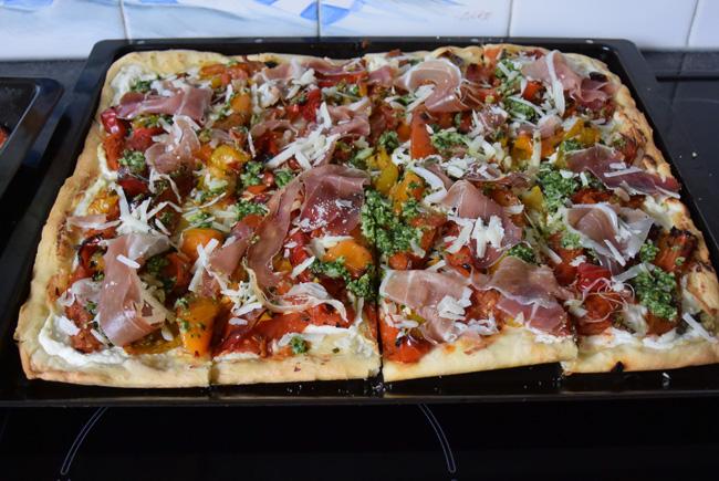 Pizza bianca met ricotta, gegrilde groenten en parmaham 1