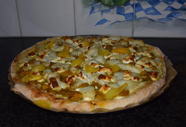 Pizza met vis, feta en pompoen 1
