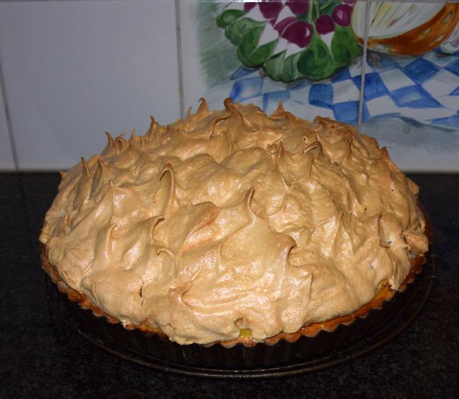 Taart met pudding, ananas en eiwitschuim 1