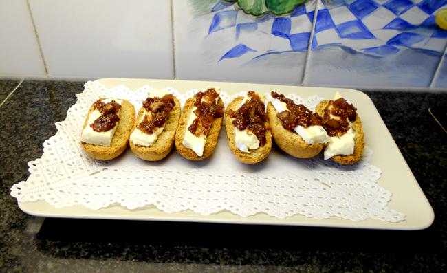 Toast met kaas en vijgencompote 1