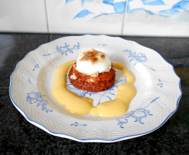 Wortelcakejes met glazuur, meringue en sinaasappelsaus 1