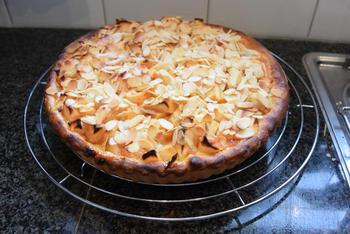 Appeltaart met abrikozeconfituur en amandelschilfers 5