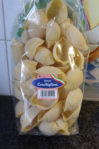 Conchiglioni (pastaschelpen) gevuld met gehakt en tomatensaus 2
