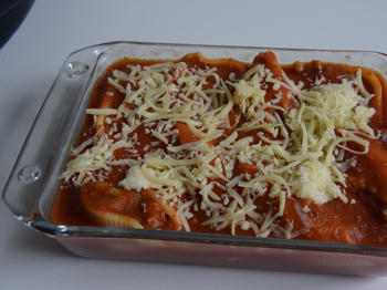 Conchiglioni (pastaschelpen) gevuld met gehakt en tomatensaus 4