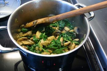 Fusilli met spinazie, champignons, Boursin en kipfilet. 6