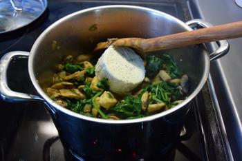 Fusilli met spinazie, champignons, Boursin en kipfilet. 7