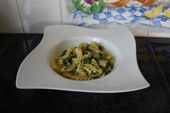 Fusilli met spinazie, champignons, Boursin en kipfilet. 8