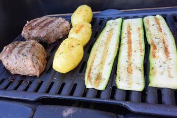 Gegrilde courgette, aardappel en biefstuk met champignons 8