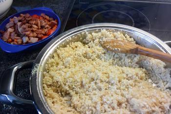 Heerlijke, roergebakken bloemkoolcouscous met paprika en spek 10