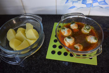 Met pesto gevulde tongrolletjes in tomatensaus 5