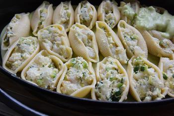 Met vis en courgette gevulde conchiglioni (pastaschelpen) met broccoli-kaassaus 9