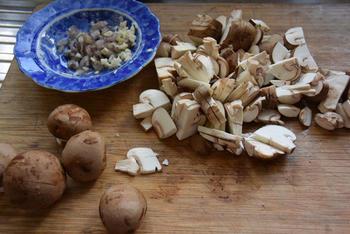 Omelet gevuld met paddenstoelen. 2