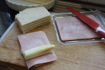 Ovenschotel met gevulde broodrolletjes van asperges en ham 3