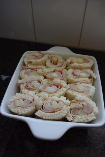Ovenschotel met gevulde broodrolletjes van asperges en ham 5