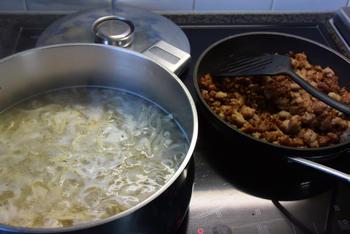 Ovenschotel van pasta, gehakt en tomatensaus 4