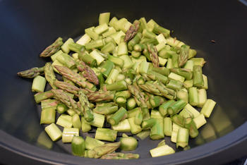 Paassoep met asperges, gerookte zalm en ei 2