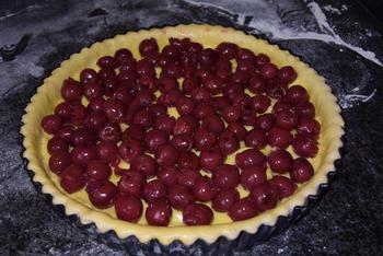 Taart met pudding, kersen en crumble of knobbelkens 4