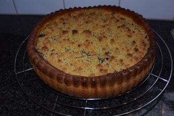 Taart met pudding, kersen en crumble of knobbelkens 6