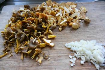 Warm vispannetje met paddenstoelen onder deegkorst 3