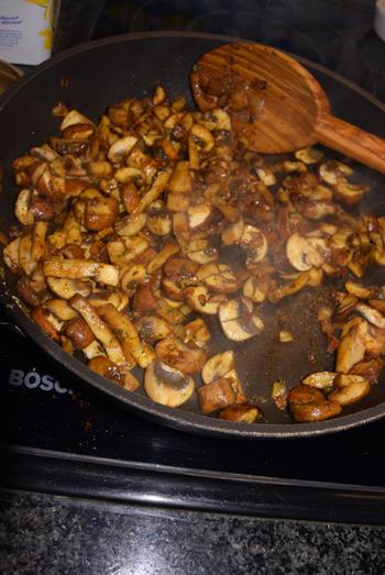 Zeebaarsfilet op vel gebakken met champignonsaus en rijst 6