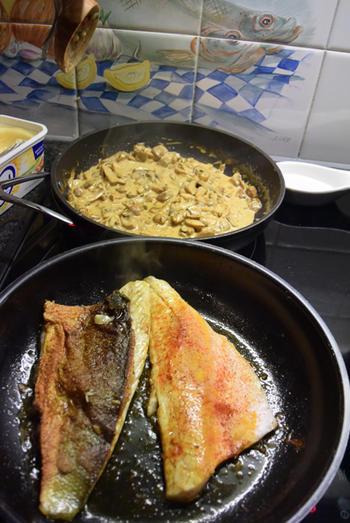Zeebaarsfilet op vel gebakken met champignonsaus en rijst 8