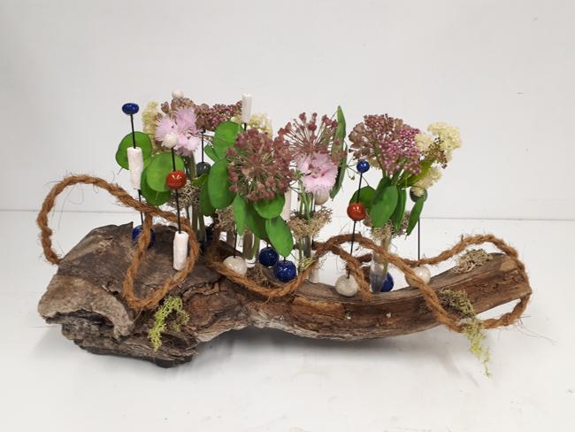 Super Doorzichtig bloemstuk op hout met poken en parels , bloemschikken  @YO73