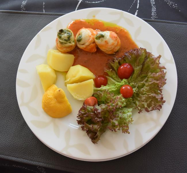 Met pesto gevulde tongrolletjes in tomatensaus 1