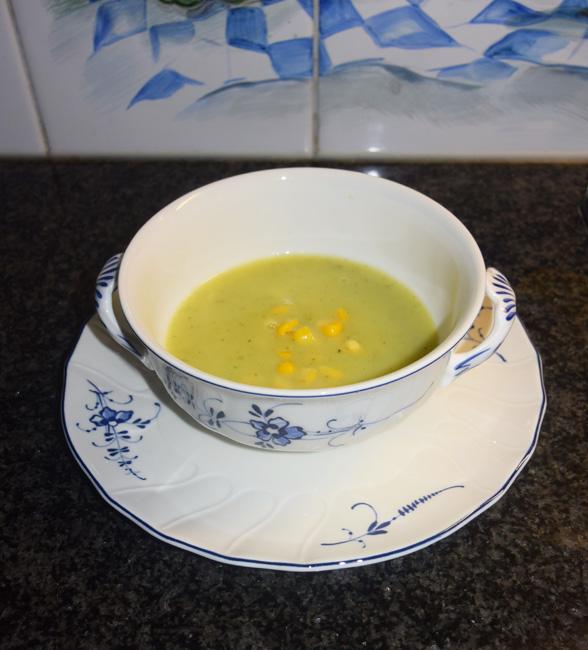Preisoep met maïs, melk of kokosmelk en curry 1
