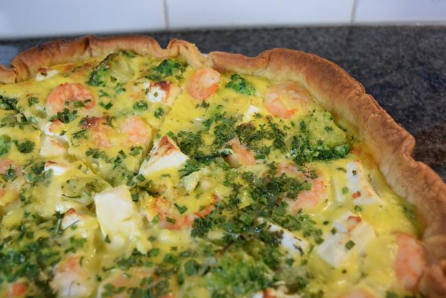 Quiche met broccoli, erwten, feta en garnalen 1