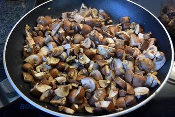 Bladerdeegschelp met vis uit de oven, wijnsaus en champignons 2