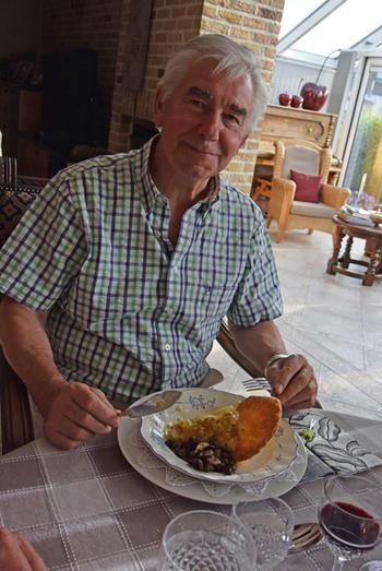 Bladerdeegschelp met vis uit de oven, wijnsaus en champignons 5